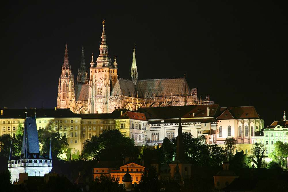 Prague Castle Tour with Tickets U Pinkasu Restaurant